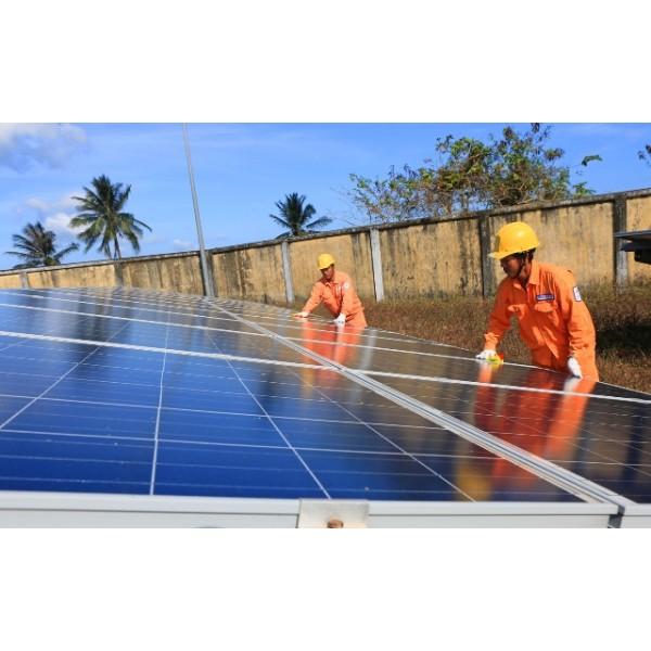 Phát triển ồ ạt điện mặt trời và những cảnh báo nguy hại